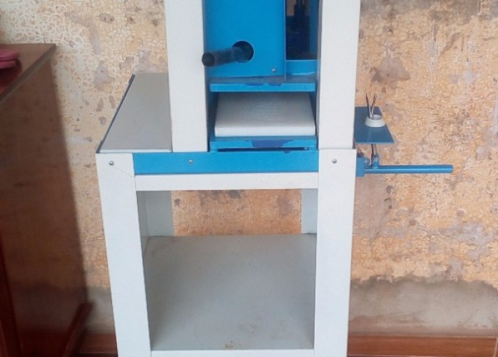 maquina para corte de chinelos
