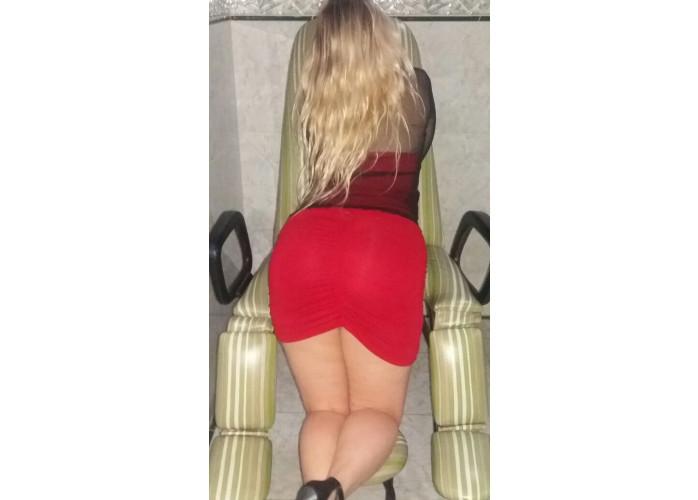 Loira da bunda grande que adora fazer muito sexo sem pressa de acabar!