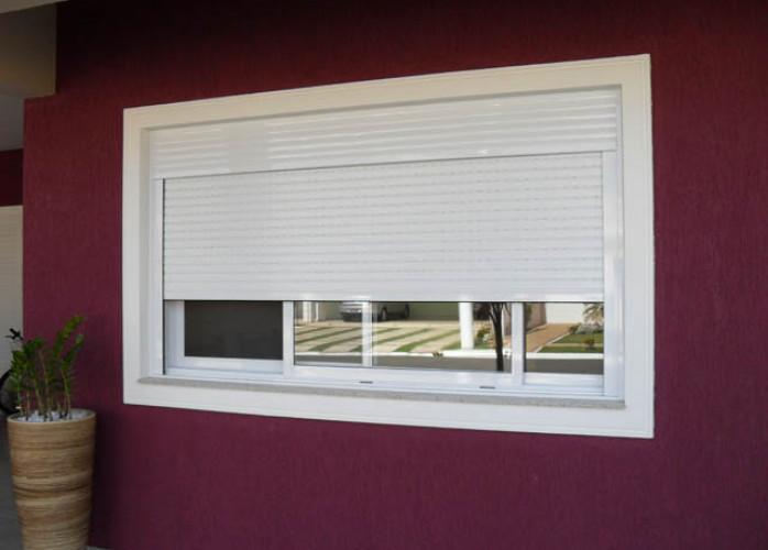 Manutenção em portas e janelas de alumínio com persiana integrada