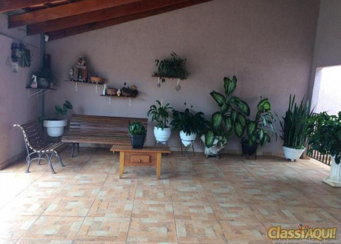 Uberaba, 3q (2suítes), 4 banheiros, closet, churrasqueira, quintal, ótima residencia