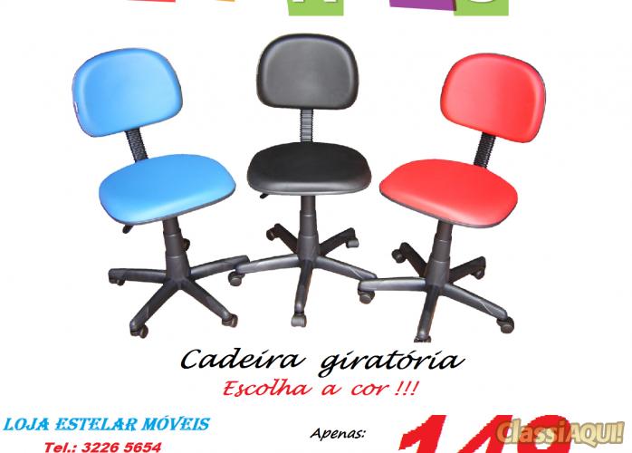 Cadeiras de vários modelos e cores