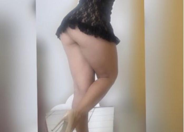 morena discreta sexy