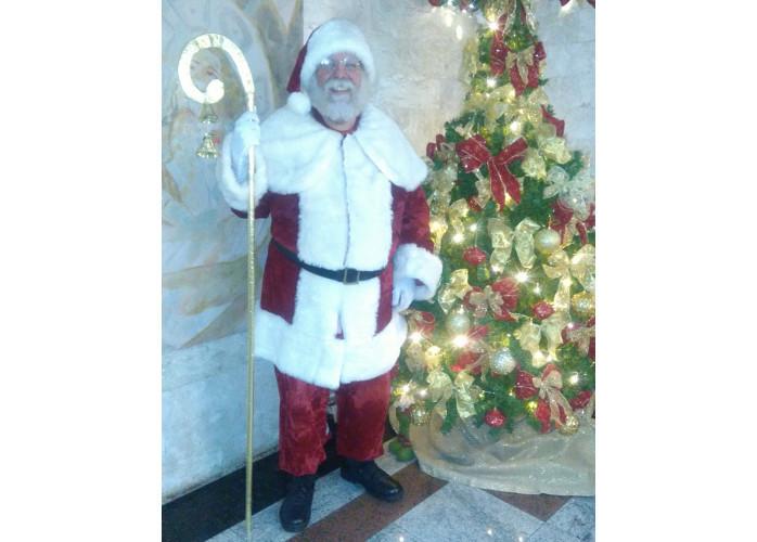 Papai Noel entregando presentes em sua casa...