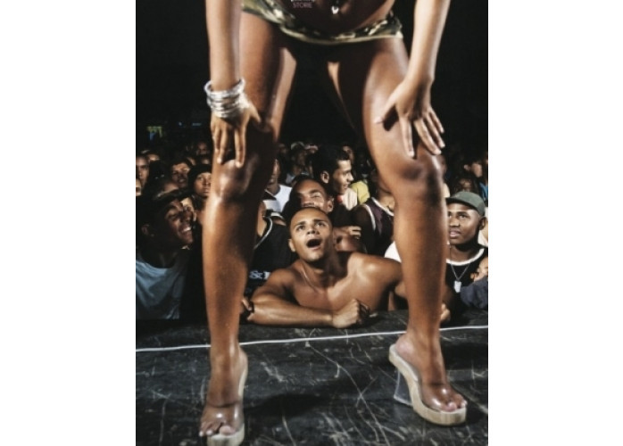 Quero uma garota pra dançar funk pra mim