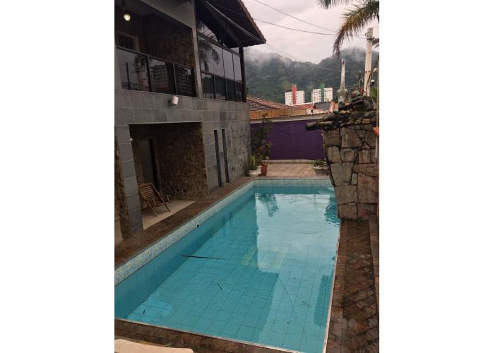 Mansao com piscina 5 dormitorios $600,00 diaria Praia Grande
