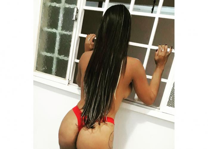 Karen Mulata Tentação COM LOCAL