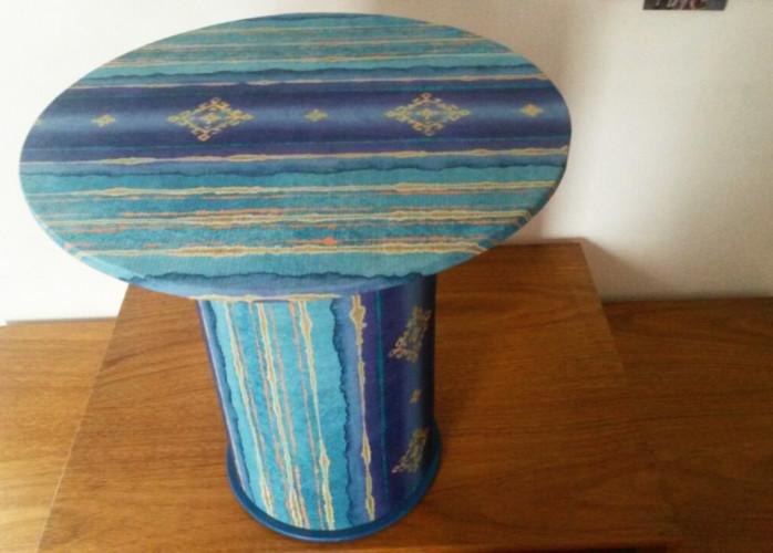 Mesa de Centro Artesanal Azul (Madeira / Papelão / Tecido)