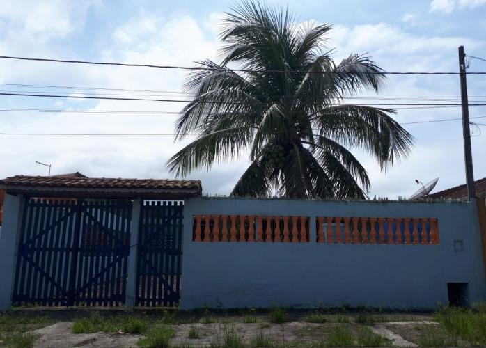Casa usada em bom estado a venda em Itanhaém.