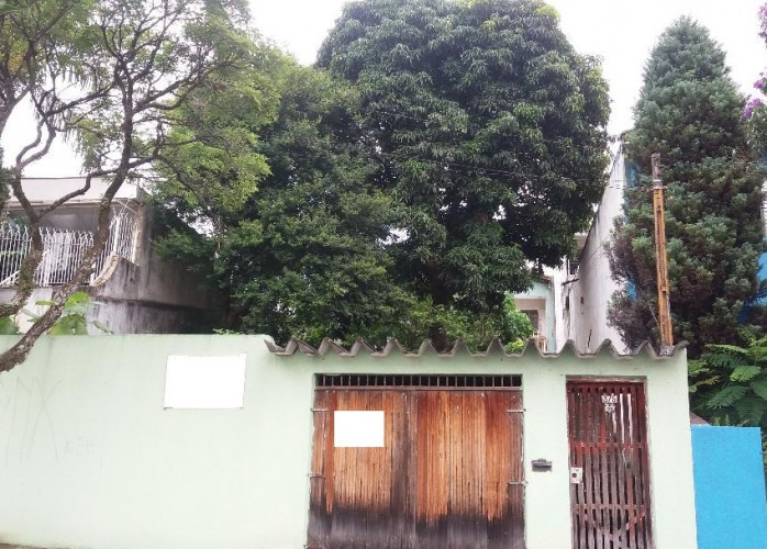 Terreno 400 m² com Construção Antiga em Santo André - Bairro Santa Maria.