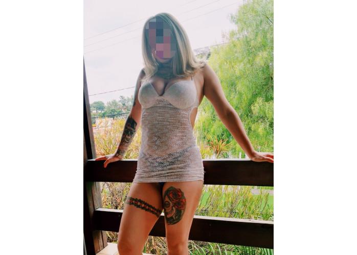 Thaty, a loira tatuada que vai testar seus limites
