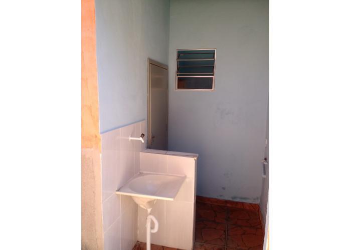 Casa Quitinete Valqueire Quarto Cozinha Banh área só 600 alug