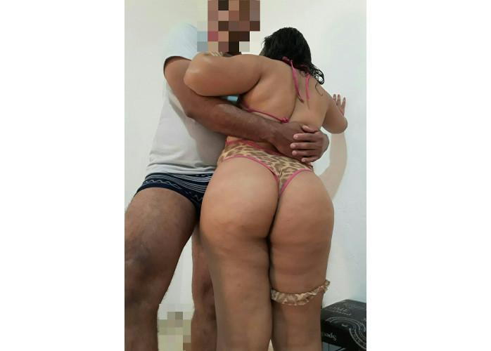 casal completinho e taradinho atende homens  solteiros ou casais temos local discreto.
