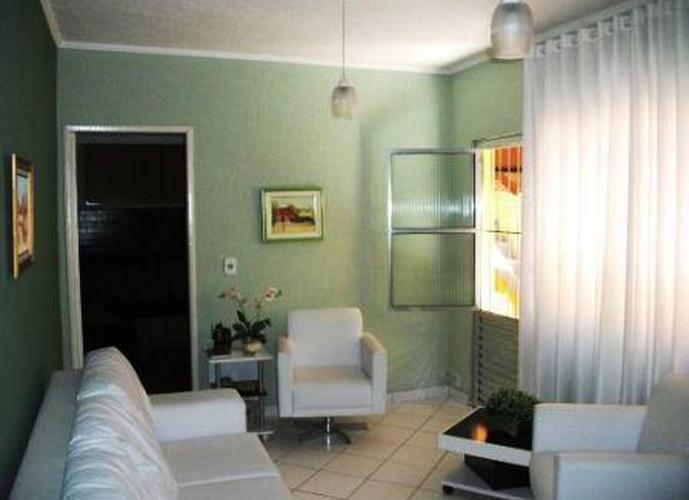 Sobrado à venda, 82 m², 3 quartos, 1 banheiro