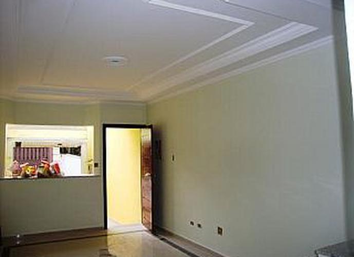 Sobrado à venda, 85 m², 2 quartos, 1 banheiro, 2 suítes