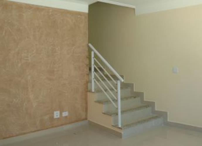 Sobrado à venda, 110 m², 2 quartos, 1 banheiro, 2 suítes