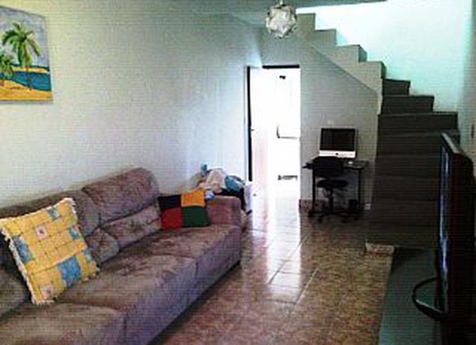 Sobrado à venda, 200 m², 5 quartos, 3 banheiros