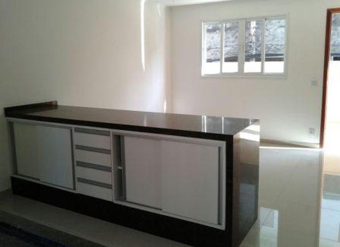 Sobrado à venda, 99 m², 2 quartos, 1 banheiro, 2 suítes