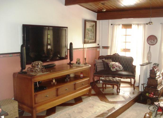Sobrado à venda, 200 m², 2 quartos, 1 banheiro, 2 suítes