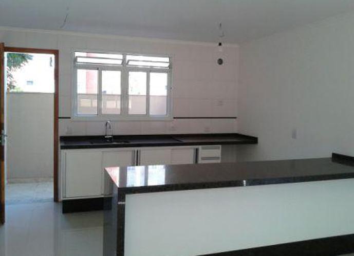 Sobrado à venda, 105 m², 2 quartos, 1 banheiro, 2 suítes