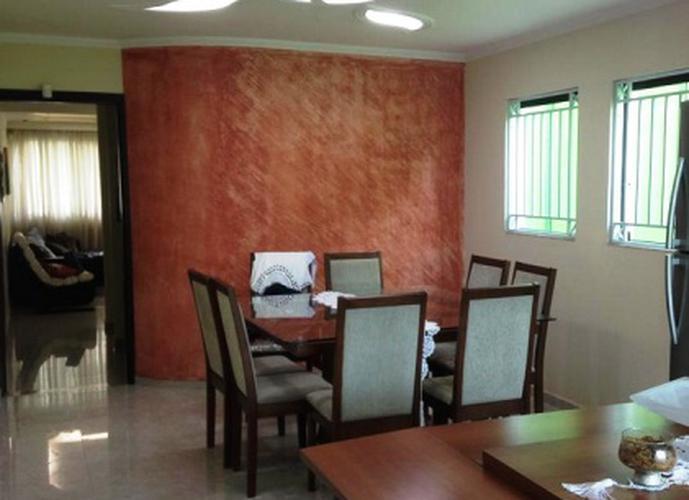 Sobrado à venda, 160 m², 3 quartos, 2 banheiros, 1 suíte