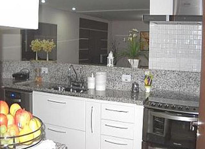 Sobrado à venda, 140 m², 3 quartos, 1 banheiro, 3 suítes