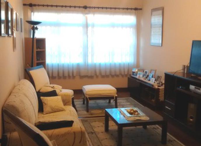 Sobrado à venda, 270 m², 4 quartos, 2 banheiros, 2 suítes