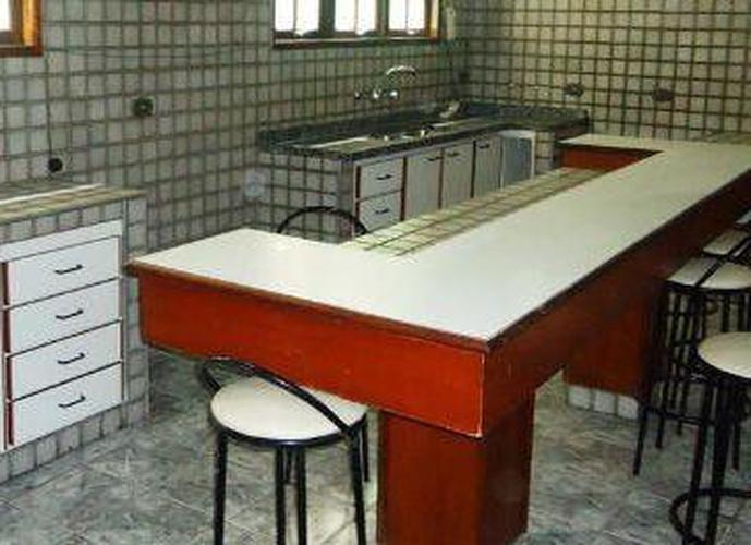 Sobrado à venda, 251 m², 4 quartos, 1 banheiro, 1 suíte