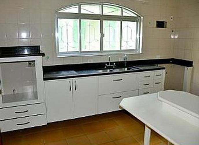 Sobrado à venda, 285 m², 3 quartos, 2 banheiros, 1 suíte