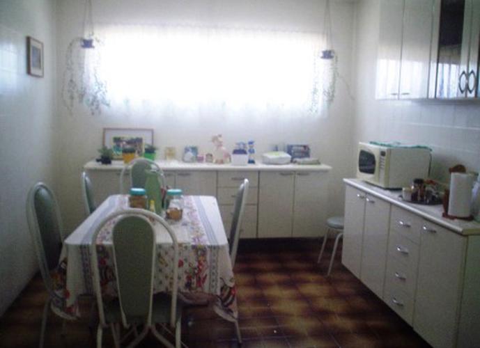 Sobrado à venda, 195 m², 4 quartos, 1 banheiro, 1 suíte