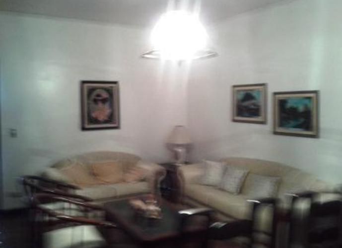 Sobrado à venda, 196 m², 3 quartos, 1 banheiro, 1 suíte