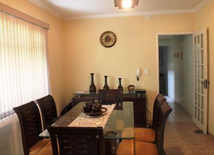 Sobrado à venda, 130 m², 3 quartos, 2 banheiros, 1 suíte