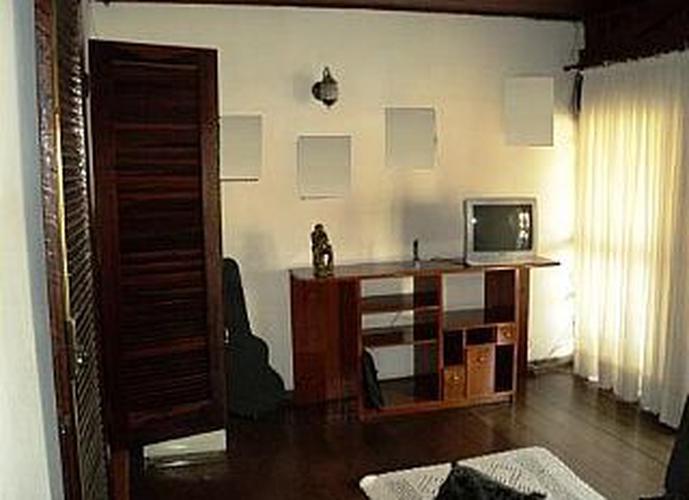 Sobrado à venda, 240 m², 3 quartos, 2 banheiros, 1 suíte