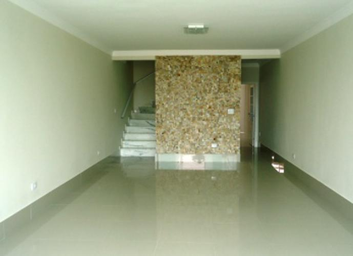 Sobrado à venda, 220 m², 3 quartos, 1 banheiro, 1 suíte