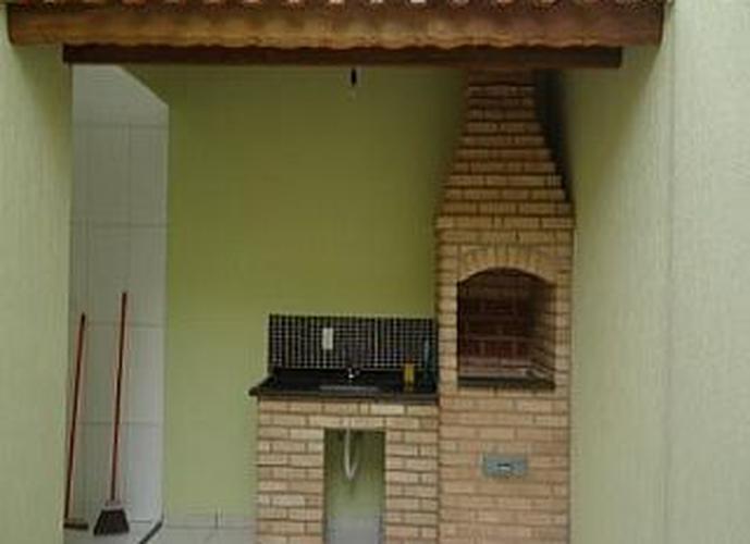 Sobrado à venda, 220 m², 4 quartos, 2 banheiros, 2 suítes
