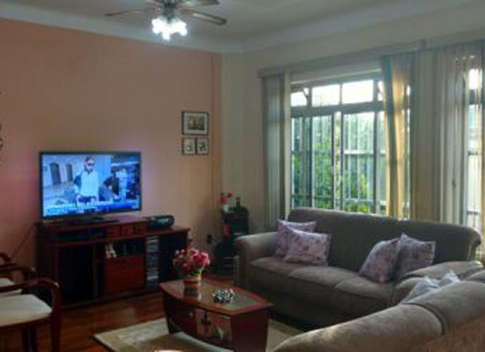 Sobrado à venda, 210 m², 4 quartos, 3 banheiros, 1 suíte