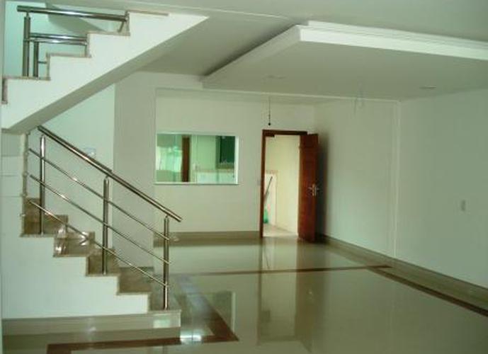 Sobrado à venda, 200 m², 4 quartos, 1 banheiro, 4 suítes