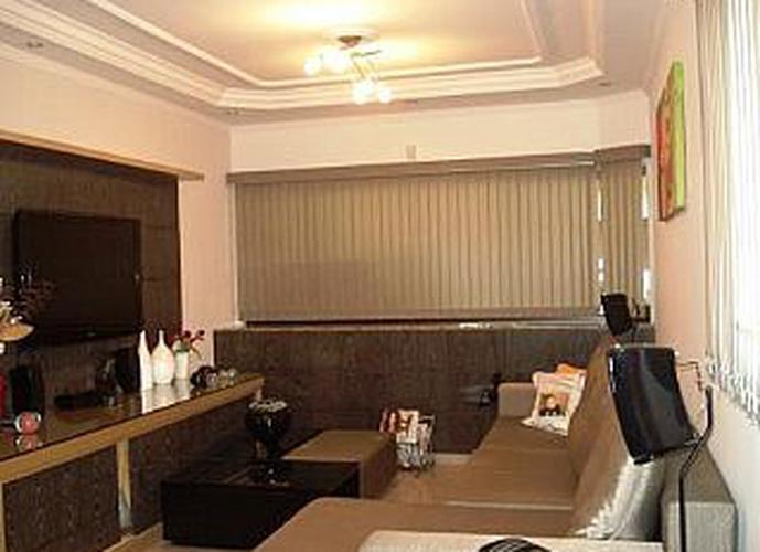 Sobrado à venda, 235 m², 4 quartos, 2 banheiros, 2 suítes