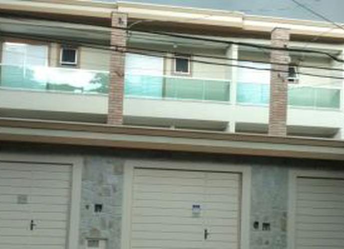 Sobrado à venda, 200 m², 3 quartos, 2 banheiros, 3 suítes