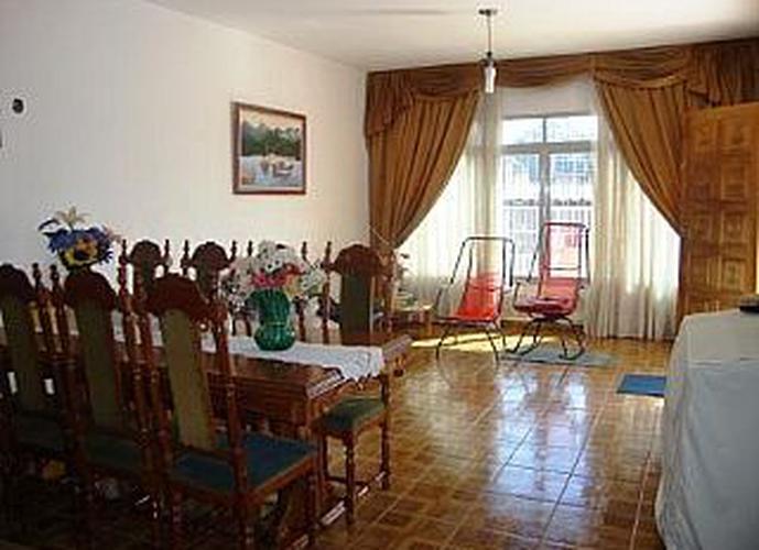 Sobrado à venda, 230 m², 4 quartos, 2 banheiros