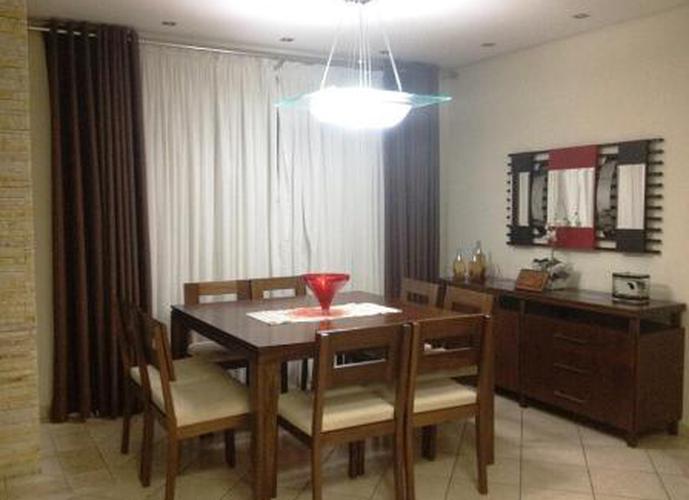 Sobrado à venda, 240 m², 3 quartos, 4 banheiros, 1 suíte