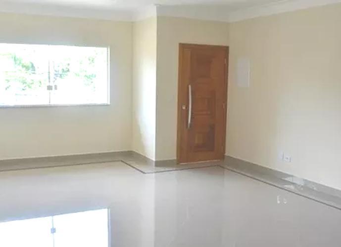 Sobrado à venda, 150 m², 4 quartos, 3 banheiros, 2 suítes