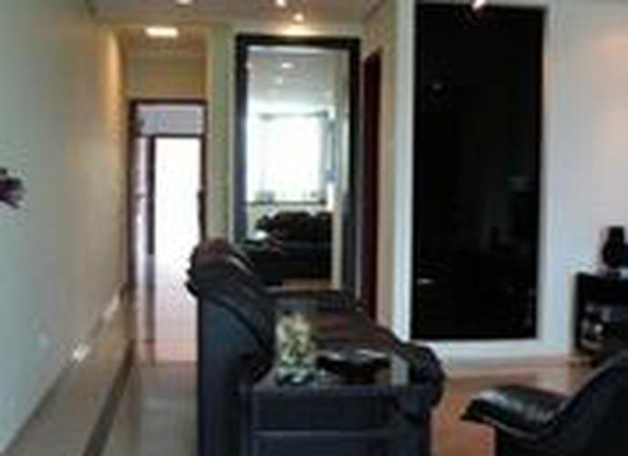 Sobrado à venda, 255 m², 3 quartos, 2 banheiros, 2 suítes
