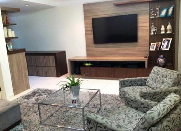Sobrado à venda, 340 m², 4 quartos, 1 banheiro, 3 suítes