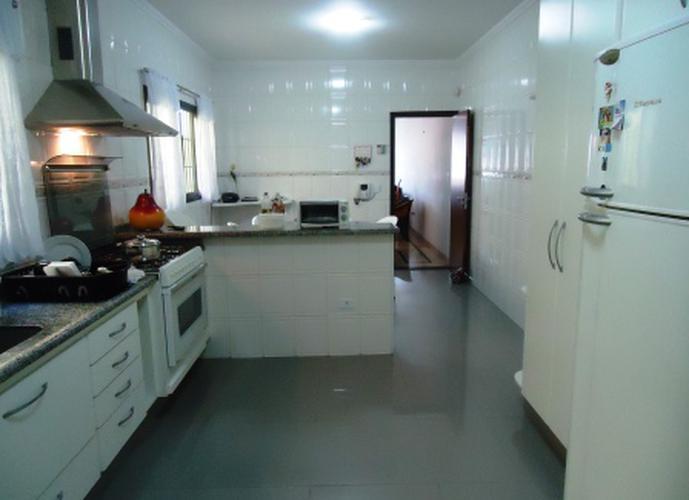 Sobrado à venda, 207 m², 3 quartos, 2 banheiros, 1 suíte