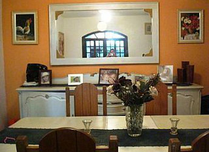 Sobrado à venda, 240 m², 3 quartos, 1 banheiro, 1 suíte