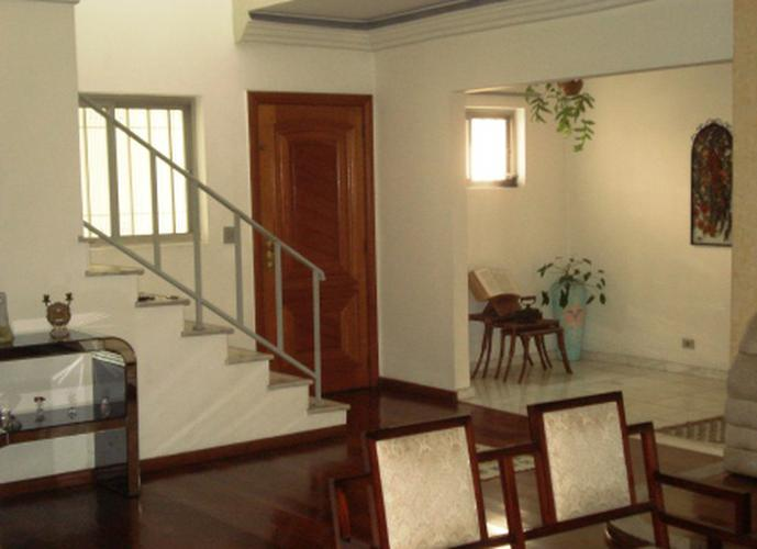 Sobrado à venda, 270 m², 4 quartos, 3 banheiros, 1 suíte