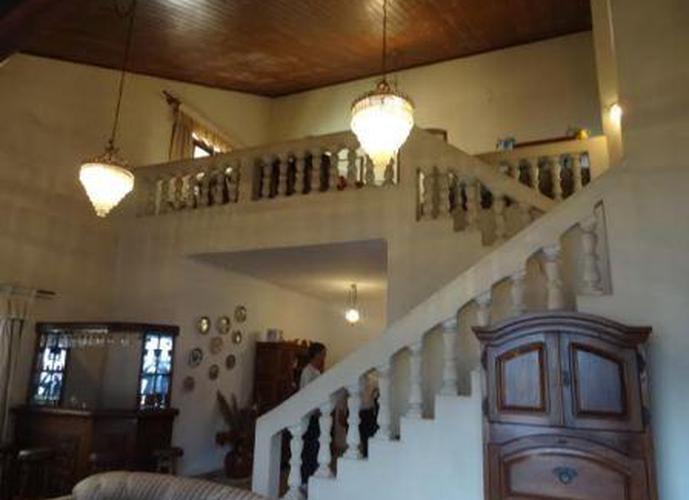 Sobrado à venda, 440 m², 3 quartos, 1 banheiro, 3 suítes