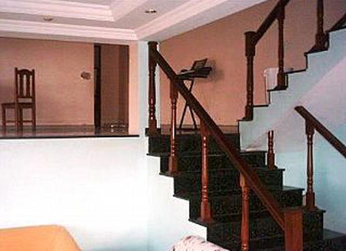 Sobrado à venda, 420 m², 4 quartos, 2 banheiros, 2 suítes
