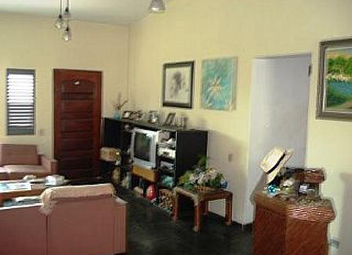 Sobrado à venda, 400 m², 3 quartos, 2 banheiros, 1 suíte