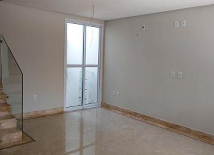 Sobrado à venda, 230 m², 4 quartos, 1 banheiro, 2 suítes